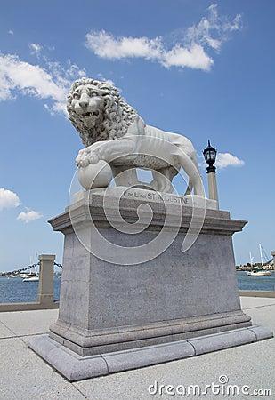 Free Lion Statue Stock Photos - 25654203