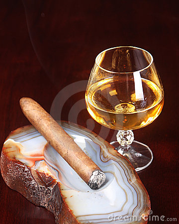 Lit Cigar And After Dinner Liquor Stock Photos - Image: 15501713