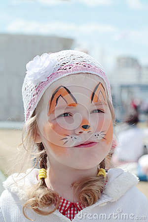 Free Little Beautiful Girl With Face Painting Of Orange Fox Royalty Free Stock Images - 42649439