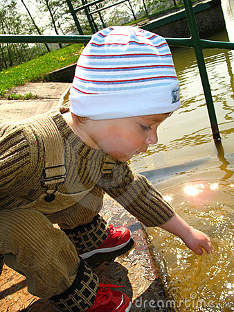Free Little Boy By The River Royalty Free Stock Photos - 7917018