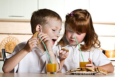 Little boy and girl eat cookies