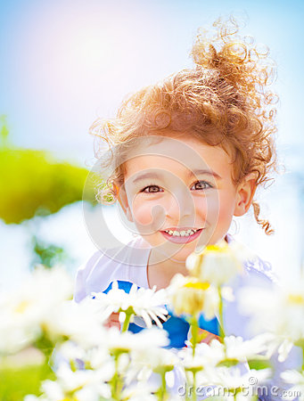 Free Little Boy On Daisy Field Stock Photos - 32670023