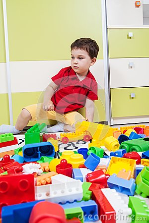 Little boy who play with plastic cubes