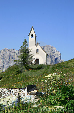 Little chapel upon the Italian Passo di Gardena