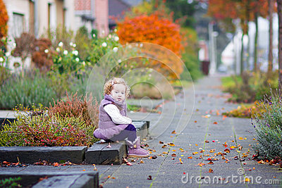 Little girl in a autumn city street