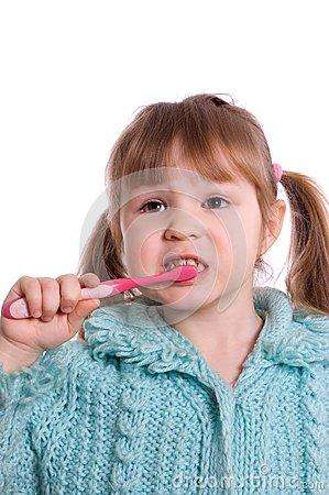 The little girl cleans a teeth