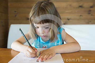 Little girl drawing a straight