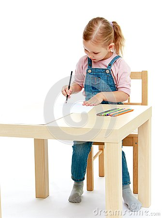 Free Little Girl Draws Pencils Sitting At The Table. Stock Images - 45837054