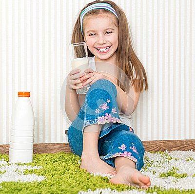 Free Little Girl Drink The Milk Stock Images - 29593814
