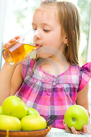 Free Little Girl Drinking Apple Juice Stock Images - 34021044