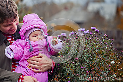 Little girl in father s hands