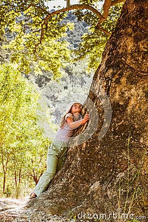 Free Little Girl Hugging Big Tree Stock Image - 101824641