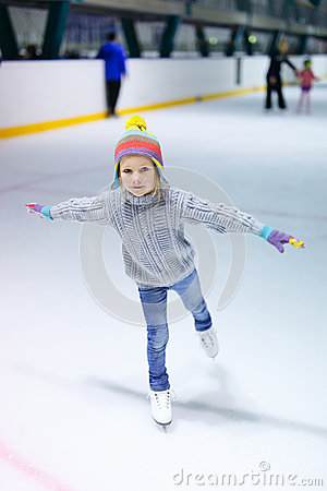 Free Little Girl Ice Skating Stock Photography - 45525562