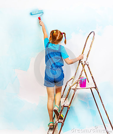 Free Little Girl In Bib And Brace Stands On A Ladder Royalty Free Stock Image - 42701836