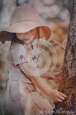Free Little Girl In Hat Stock Photography - 62762782