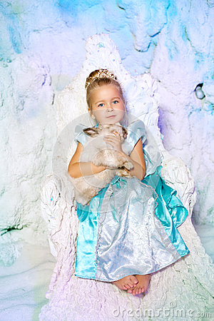 Free Little Girl In Princess Dress On A Background Of A Winter Fairy Royalty Free Stock Images - 43522299