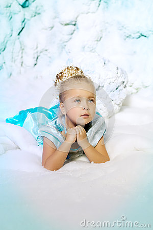 Free Little Girl In Princess Dress On A Background Of A Winter Fairy Royalty Free Stock Photo - 43526165