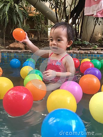 Free Little Girl Playing In Hot Spring Pool Stock Photos - 84114163
