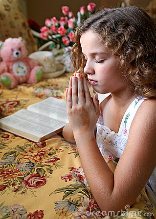 Free Little Girl Praying Royalty Free Stock Photo - 3087025