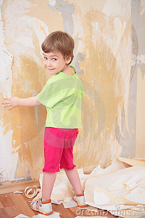 Free Little Girl Remove Old Wallpapers From Wall Royalty Free Stock Photography - 5470687