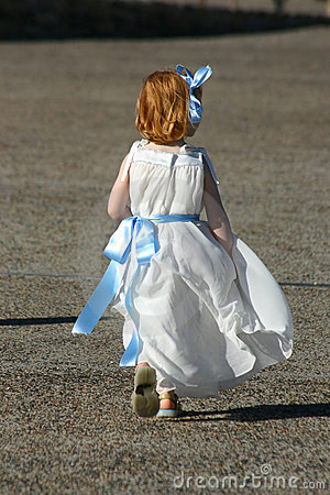 Little girl run
