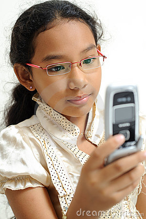 Little girl use handphone