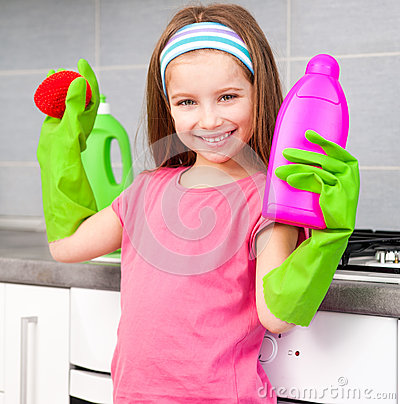 Free Little Girl Washing The Dishes Royalty Free Stock Photos - 30039528