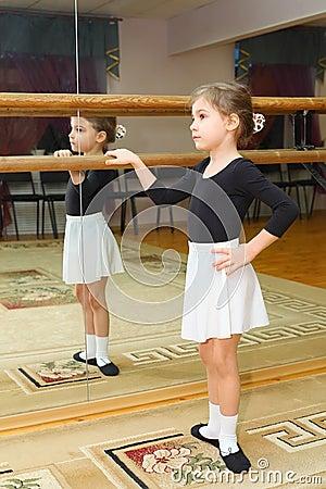 Little girl wear pointe in ballet class