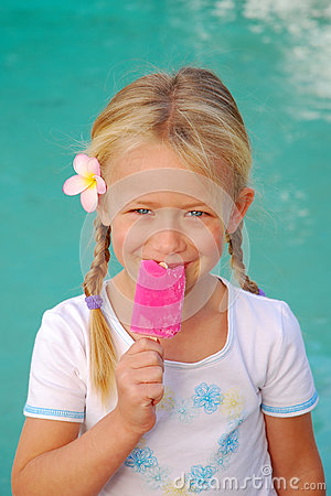 Free Little Girl With Ice-cream Royalty Free Stock Photos - 75126548