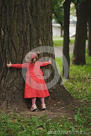 Free Little Girl With Tree In Summer Park Stock Photography - 99505372