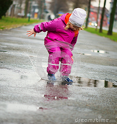 Free Little Happy Girl Jumping In Puddle Royalty Free Stock Images - 55676309
