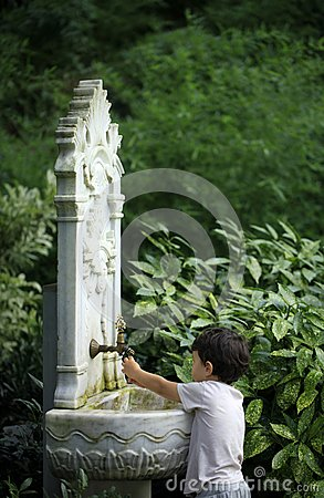 Free Little Kid Playing With Water From Ottoman Style Classic Fountai Royalty Free Stock Image - 36774176