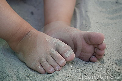 Little toes in the sand