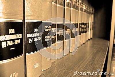 Livros de lei na discriminação do trabalho