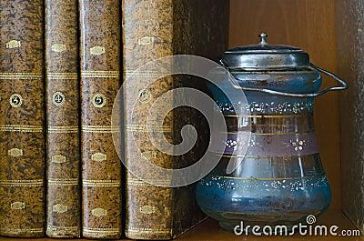 Livros e frasco