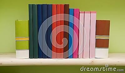 Livros em uma prateleira