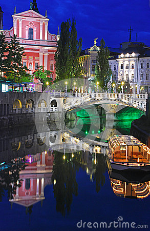 Free Ljubljana Night View With Triple Bridge Stock Photo - 32371830