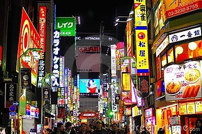 Ljus neonred tokyo för område Redaktionell Bild