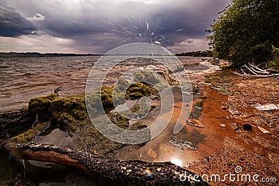 Línea de la playa del lago Baikal