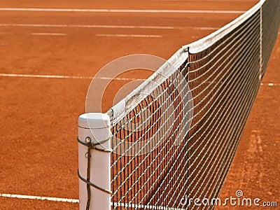 Línea del campo de tenis con la red