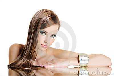 Lång rak kvinna för härligt hår