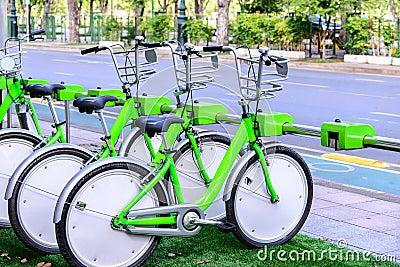 loacked自行车停车场在公开区域