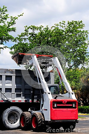 Free Loader Loading Truck In South Florida Parking Lot Royalty Free Stock Images - 72906019