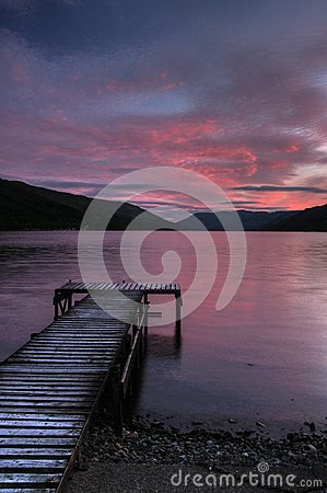 Free Loch Earn In Saint Fillans With Pier And Coast Stock Photos - 29229373
