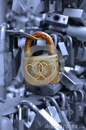 Free Lock With Couple Of Hearts Stock Photography - 103889112