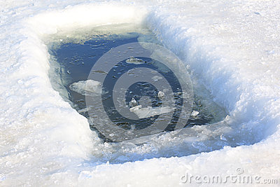 Lodowa dziura dla zimy kąpania