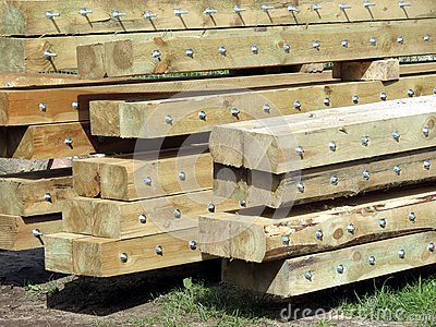 Logs with screw