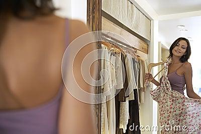 Lokking in Mirror