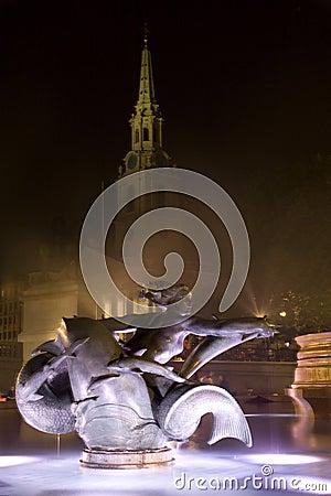 London - Trafalgar square  - fountain
