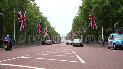 London Traffic on the Mall Street in Downtown, Buckingham Palace, Cityscape zbiory